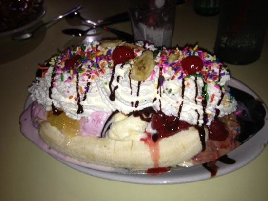 Corvette Diner: try and finish this Banana Split