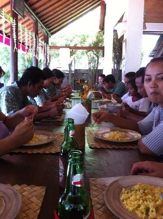 1000 Dream Bungalow - Lovina: giving the staff and owners a German Lunch