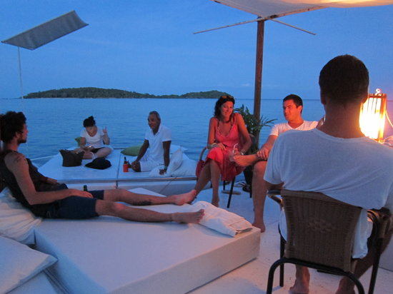 Oseana Floating Bar: Music chill out before the stars