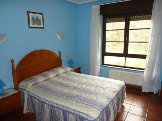 Hotel Benzua: Habitación con cama matrimonial
