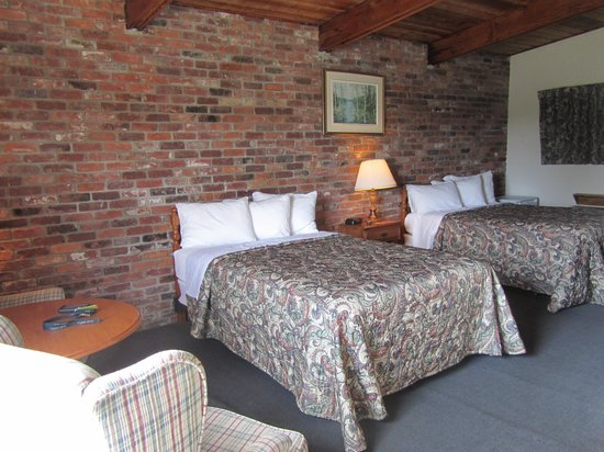 Ramada Gananoque Provincial Inn: Habitación