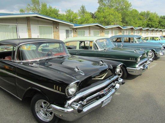 Ramada Gananoque Provincial Inn: Reunión de coleccionistas de coches antiguos en el hotel