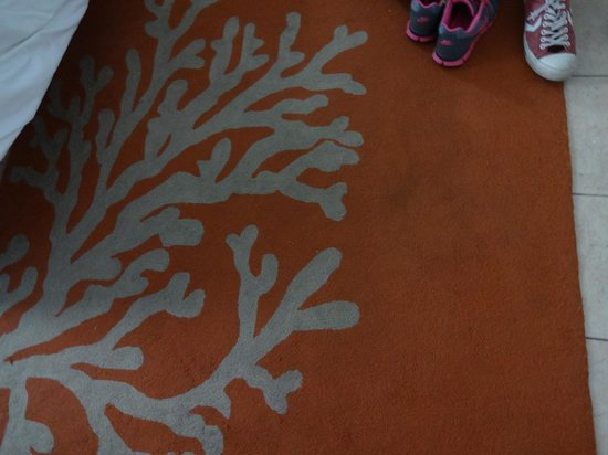 Stay Hotel Waikiki: Dirty rug
