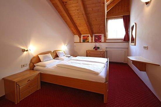 Appartements Rose: Zimmer / stanza / sleeping room