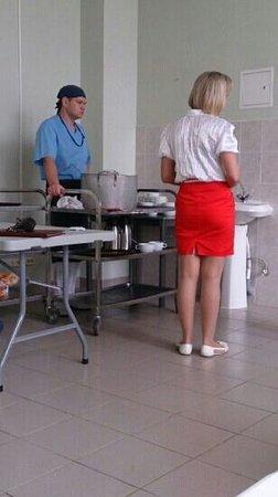 Podmoskovye-Podolsk: Fruehstueecksraum mit Essensausgabe