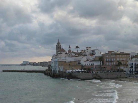 San Sebastian Playa Hotel : View from your walk on the Beach by the hotel in Sitges