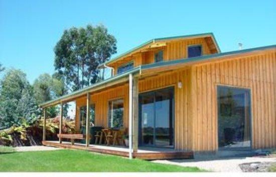 Nelson Coastal Barnstay: Wheki Cottage