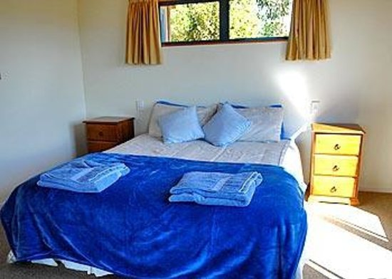 Nelson Coastal Barnstay: Wheki Cottage, downstairs bedroom