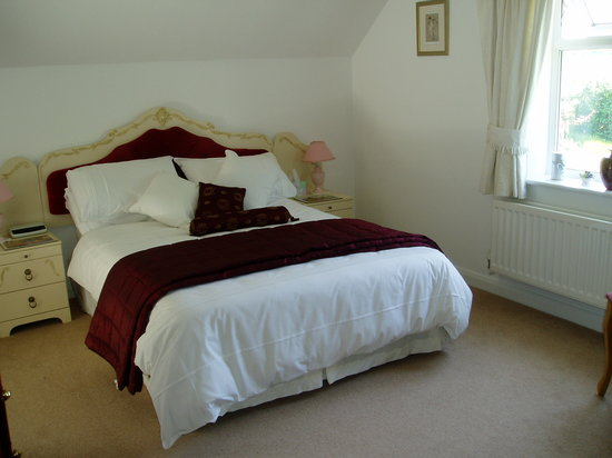 HillBerry Bed and Breakfast: Main Bedroom