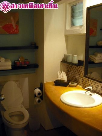 Phra Nang Inn: ห้องน้ำ Beach Wing