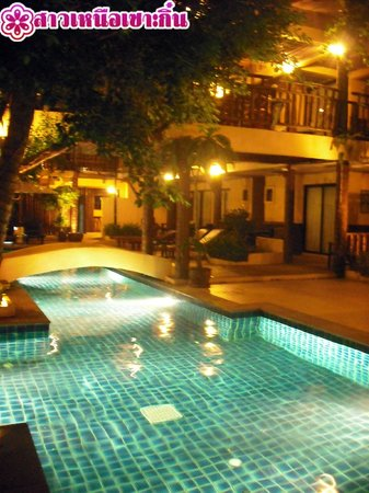Phra Nang Inn: สระยามค่ำ