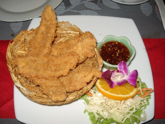 Diver's Inn Steakhouse and International Cuisine: Chicken Basket Starter ( even the basket is edible made from potatoe)