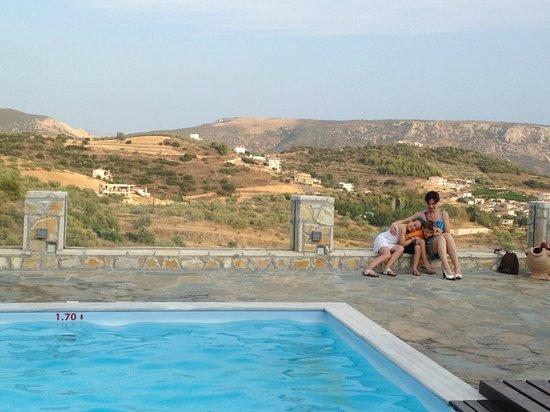 Hotel Perivoli: Mooi uitzicht aan het zwembad