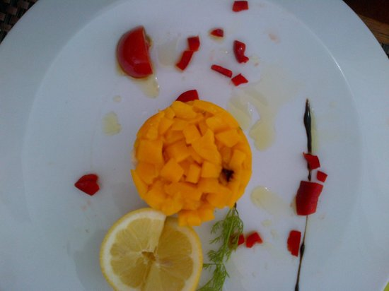 Garden Beach Hotel : Tartare de Daurade à la Mangue et Yuso, Salade de jeunes Pousses