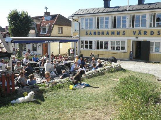 Sandhamns Vardshus Restaurant : Pets banned from OUTSIDE terrace at restaurant!
