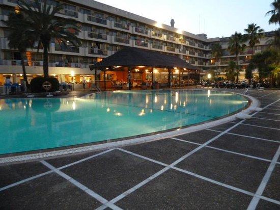 Hotel Best Maritim : La piscine