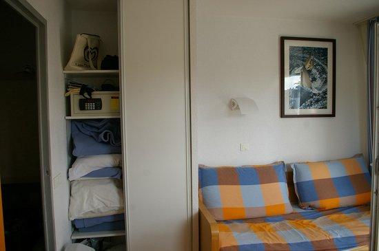 Apartamentos Pierre & Vacances La Corniche de la Plage: La place dans le placard