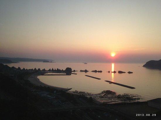 Kushimoto Royal Hotel: 橋杭岩の朝日