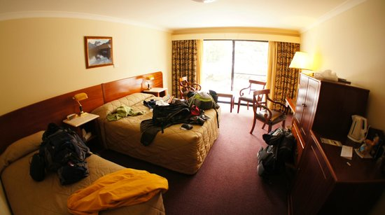 Cradle Mountain Hotel: Wide window on the forest