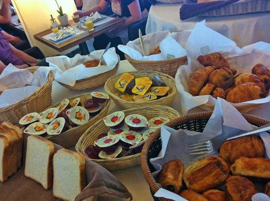 Hotel & Aparthotel Alizé Mouscron : Breakfast