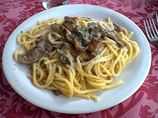 Hotel Ristorante La Pergoletta : Tagliolini ai funghi porcini