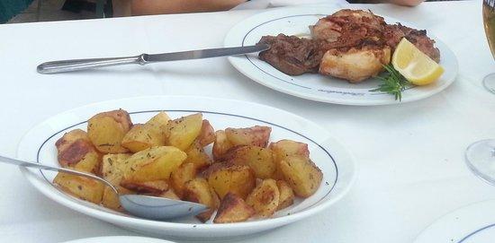Belvedere: grigliata mista di carne e contorno di patate arrosto