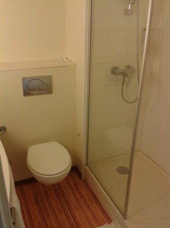 Ibis Deauville Centre : salle de bains