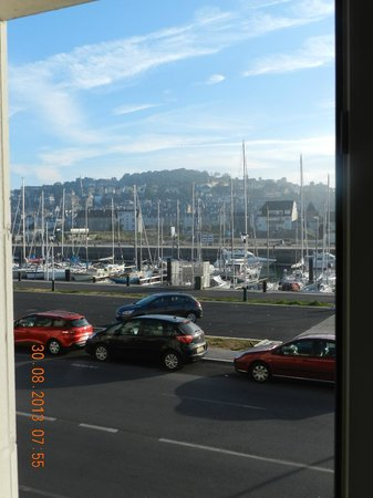 Ibis Deauville Centre : vue de la chambre sur le port de plaisance