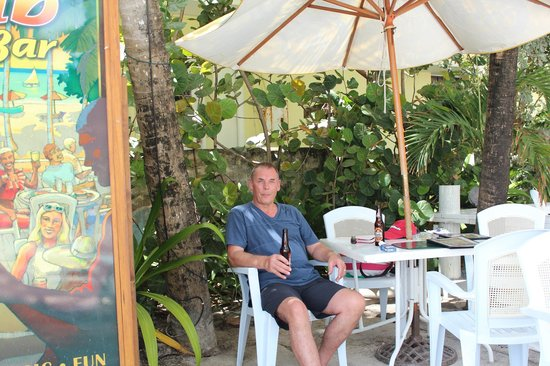 Carib Beach Bar : Me doing the same :)