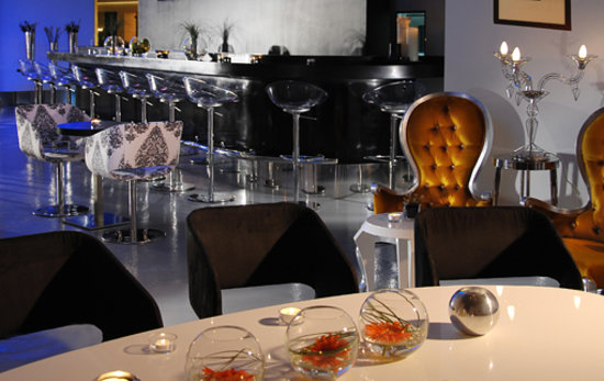 Safir Hotel and Residences Kuwait: BAR