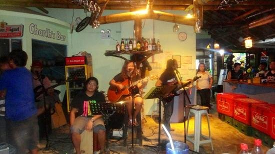 Charlh's Bar: musicians from spanish Dos Mestizos restaurant at Charl's