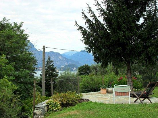 Il Bogno B&B: Part of Laura's lovely garden