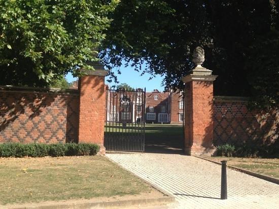 Christchurch park entrance