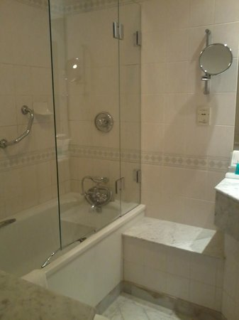 Apollo Hotel Amsterdam, a Tribute portfolio: nice renovated bathroom