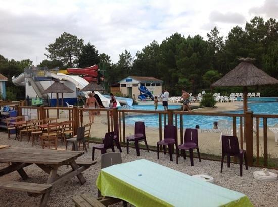 Camping La Pineda : le parc aquatique et ses toboggans