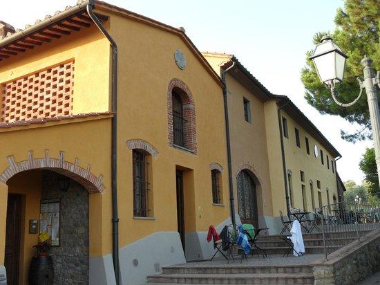 Borgo Di Montereggi: Girasol 1 (in foreground)