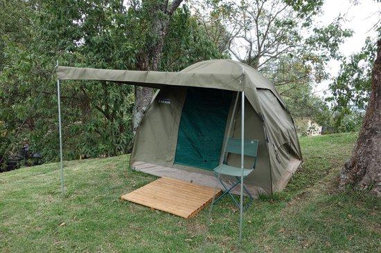 Nkuringo Bwindi Gorilla Lodge: View of the outside of the single tent