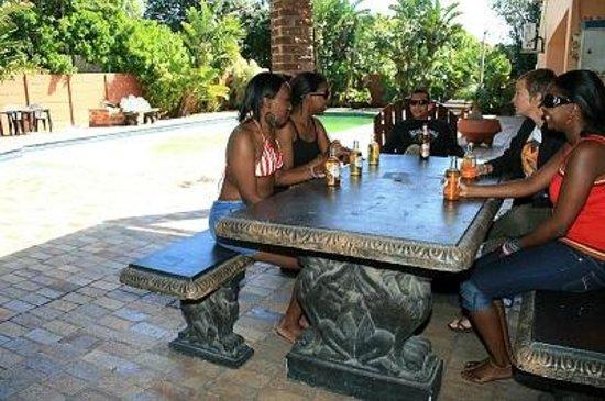 Island Vibe Port Elizabeth: Outside braai area