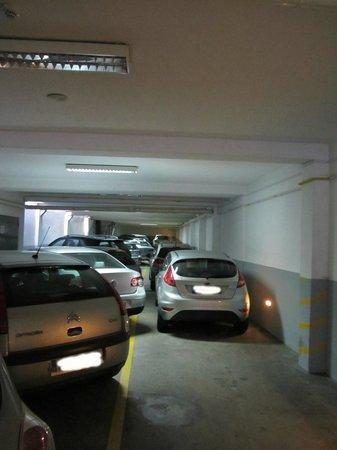 Hotel America: Parking