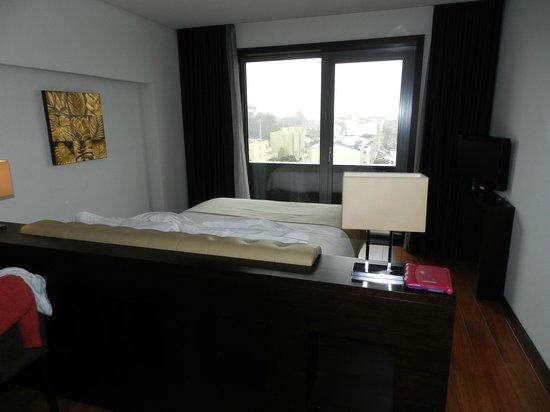 Axis Porto Business & Spa Hotel : Habitación y terraza