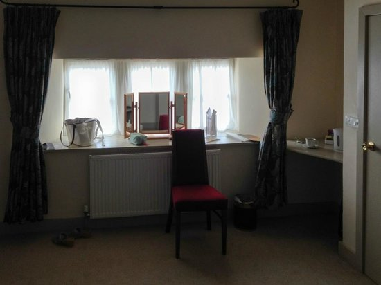 Cartwright Hotel: Room 19's dressing table