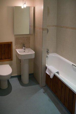 Cartwright Hotel: Room 19 Bathroom