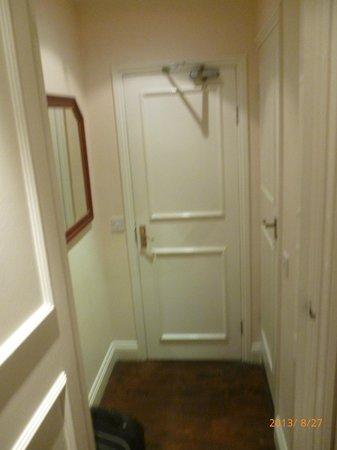 Piccolino Hotel: ingresso camera