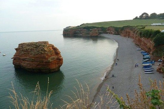 Ladram Bay Holiday Park: Ladram bay beach and rock stacks