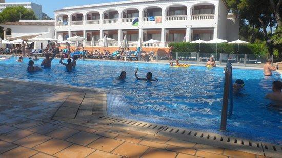 Beach Club Font de Sa Cala: Piscina grande
