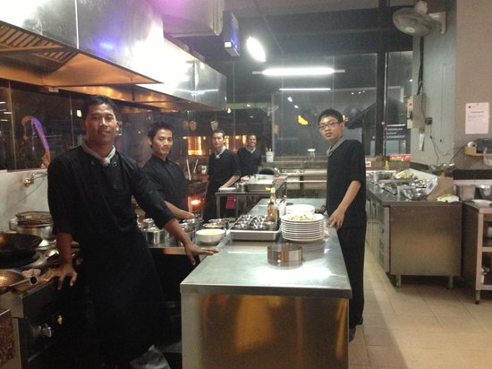 Kuta Station Hotel : Food amazing waiters waitress  help made dinning amazing and a happy experience