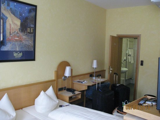 City Partner Hotel Strauss: Our room