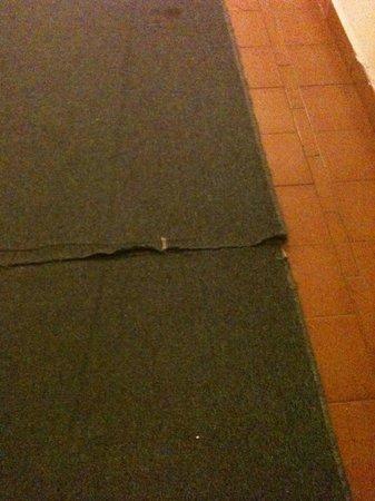 Park Hotel Silemi: moquette nei corridoi