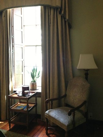 The Vendue Charleston's Art Hotel: Large windows