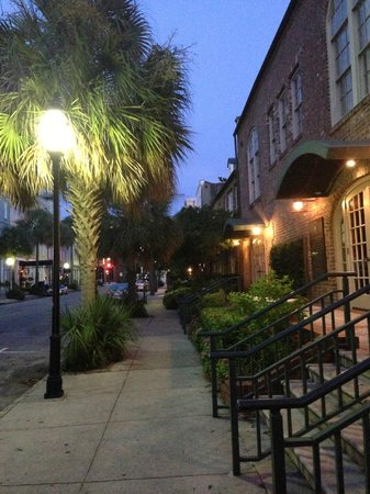 The Vendue Charleston's Art Hotel : Sidewalk in front of the Anchorage Inn